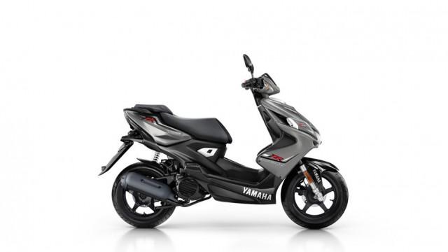 2015-Yamaha-Aerox-4-EU-Matt-Grey-Studio-002.jpg