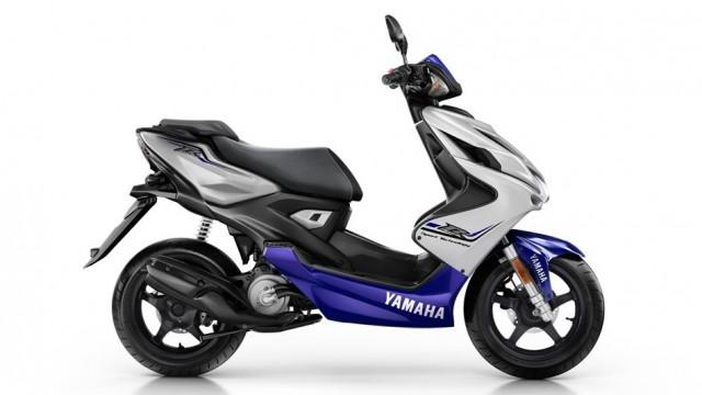 2015-Yamaha-Aerox-R-EU-Race-Blu-Studio-002.jpg
